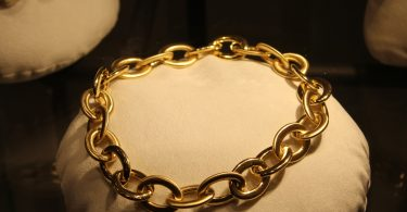 chain that can be worn by collared submissive