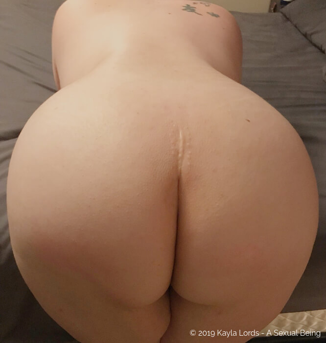 Kayla Lords naked butt and back